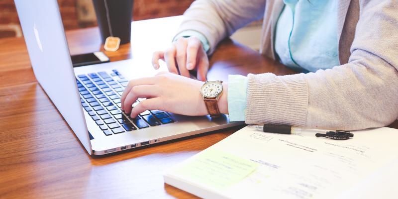 Praca przy komputerze - jak ją prawidłowo zorganizować
