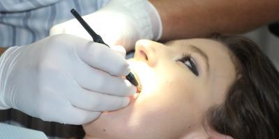 Trzecie zęby czyli implanty zębowe - czy warto je wstawiać