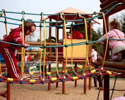 Bezpieczny plac zabaw - na co zwracać uwagę