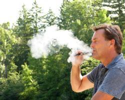WHO: zakazać używania e-papierosów w miejscach publicznych