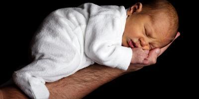 Raport NIZP-PZH: cel to urodzenie zdrowego noworodka