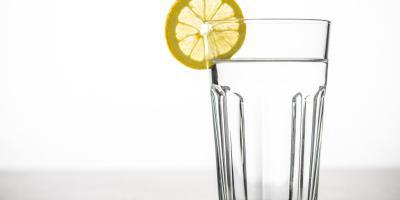 Woda zdrowia doda? Sprawdź, co warto wiedzieć na jej temat