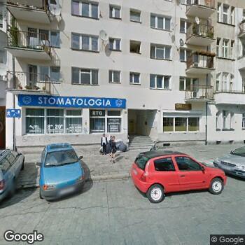 """Widok z ulicy Poradnia Stomatologiczna """"Dentica"""""""