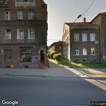 Widok z ulicy ISPL w Dziedzinie Protetyki Stomatolog