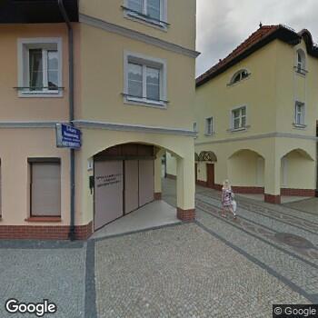 Widok z ulicy Specjalistyczny Gabinet Ortodontyczny i Stomatologii Ogólnej Marzanna Kostrzewa-Kierzkowska