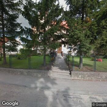 Widok z ulicy NZOZ Wiejski Ośrodek Zdrowia Lutomia Dolna