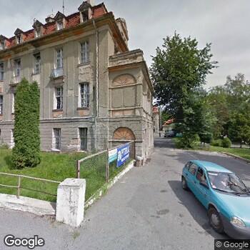 Widok z ulicy Wielospecjalistyczna Przychodnia Lekarska Fundacji Uniwersytetu Medycznego we Wrocławiu