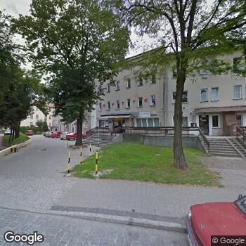 Widok z ulicy NZOZ Stacja Opieki, Centrum Pielęgniarstwa Rodzinnego, Rehabilitacji, Opieki Paliatywnej Caritas Archidiecezji Wrocławskiej