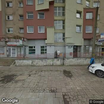 Widok z ulicy Centrum Medyczne -Estomedica-Pomoc Wieczorna