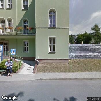 Widok z ulicy 23 Wojskowy Szpital Uzdrowiskowo-Rehabilitacyjny SPZOZ w Lądku Zdroju
