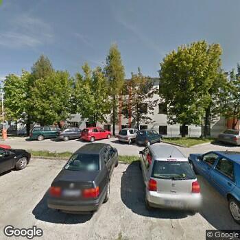 Widok z ulicy Centrum Medyczne Eskulap