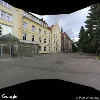 """Widok z ulicy """"Zespół Opieki Zdrowotnej"""" w Kłodzku"""