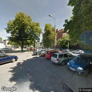 Zdjęcie z ulicy Przychodnia przy Ul. Łowieckiej we Wrocławiu