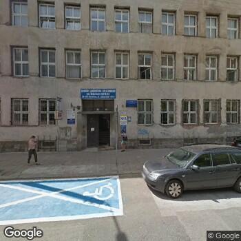 Widok z ulicy Obwód Lecznictwa Kolejowego we Wrocławiu SPZOZ