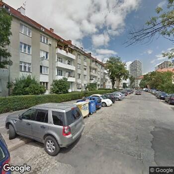 Widok z ulicy Prywatna Przychodnia Lekarska Stefan Skrocki