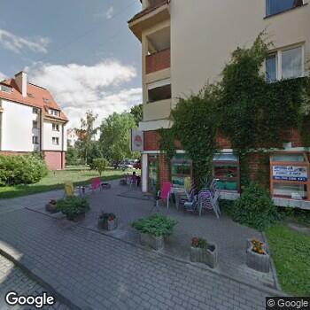 Widok z ulicy ISP Stomatologiczna Ewa Łazarkiewicz-Czaczka