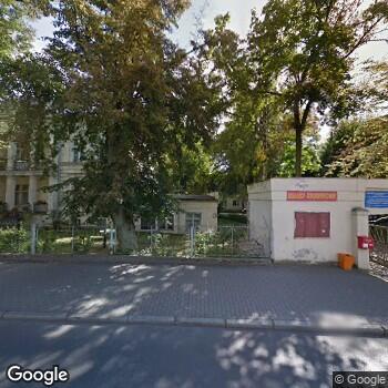 Widok z ulicy Dolnośląskie Centrum Chorób Płuc we Wrocławiu