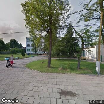 Widok z ulicy Polskie Centrum Zdrowia Góra Śląska