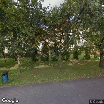 Widok z ulicy Kontrak. Gab. Stomat. Barbara Radziwiłowicz-Śmiarowska