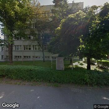 Widok z ulicy Obwód Lecznictwa Kolejowego - SPZOZ w Bielsku-Białej