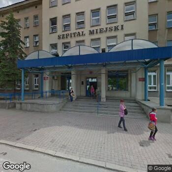 Widok z ulicy Zespół Opieki Zdrowotnej w Ostrowcu Świętokrzyskim