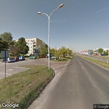 Widok z ulicy NZOZ Usługi Rentgenowskie Henryk Gruszka w Ostrowcu Świętokrzyskim