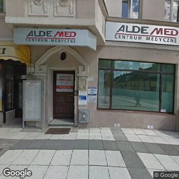 Widok z ulicy Aldemed Centrum Medyczne