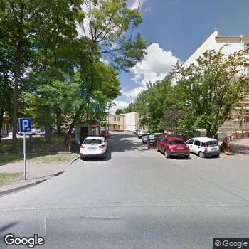 Widok z ulicy Powiatowe Centrum Matki i Dziecka w Piotrkowie Trybunalskim
