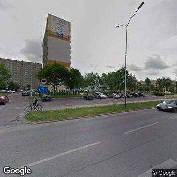 Widok z ulicy Pabianickie Centrum Medyczne