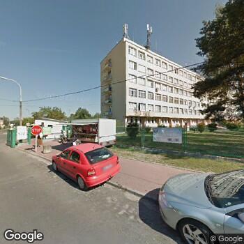 Widok z ulicy Szpital Powiatowy w Wołominie - Samodzielny Zespół Publicznych Zakładów Opieki Zdrowotnej