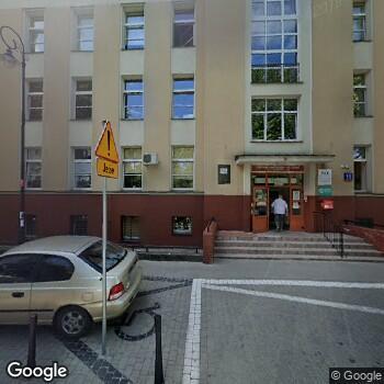 Widok z ulicy Narodowy Instytut Onkologii im. Marii Skłodowskiej-Curie - Państwowy Instytut Badawczy