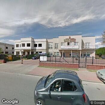 Widok z ulicy Centrum Medyczne Royalmed