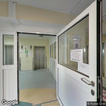 Widok z ulicy Centrum Leczniczo-Rehabilitacyjne i Medycyny Pracy Attis