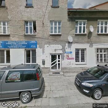 Widok z ulicy Specjalistyczna Praktyka Lekarska Zbigniew Kurzyca
