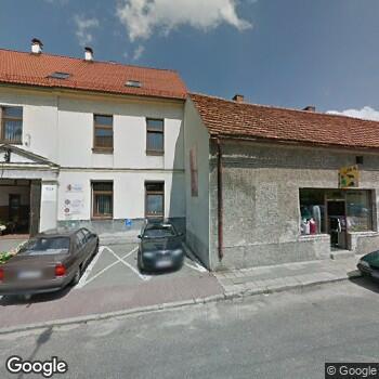 Widok z ulicy NZOZ Caritas Diecezji Opolskiej